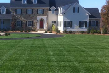 Murray home with a professionally mowed and maintained lawn.